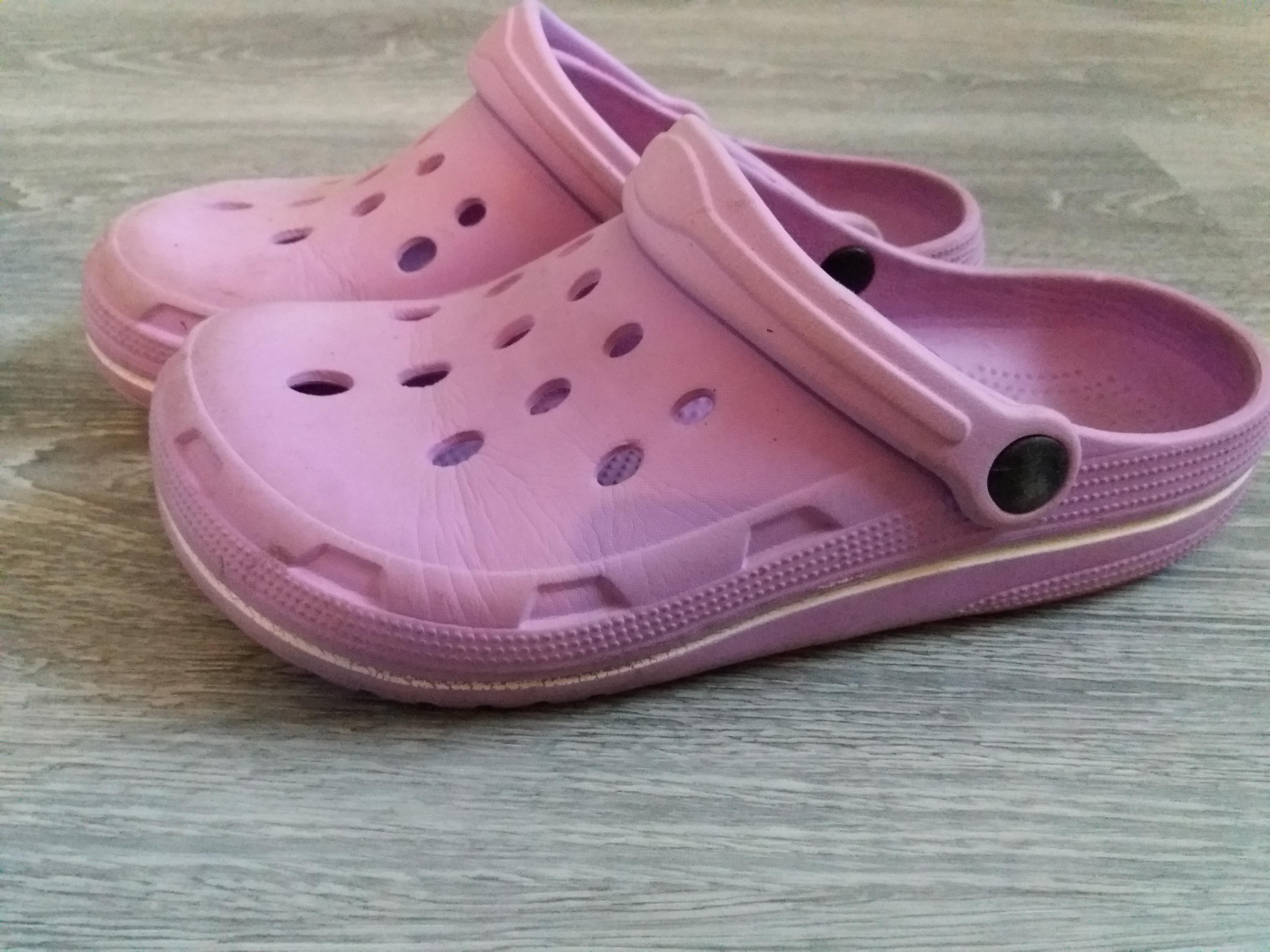 Crocs - Ähnlich  Gr. 34 bis 35